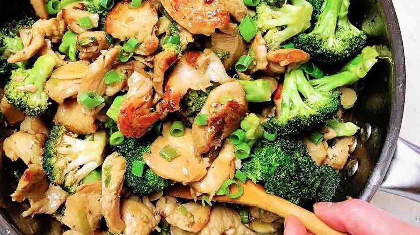 Brokkolis csirke